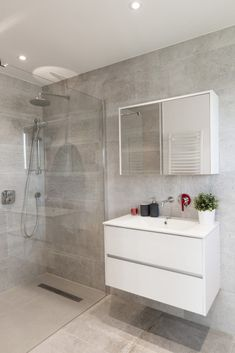 Check over below Ideas for Bathroom Decor Bathroom Layout, Modern Bathroom Design, Bathroom Interior Design, Bathroom With Shower And Bath, Small Bathroom, Light Grey Bathrooms, Small Toilet Room, Home Room Design, Bathroom Styling