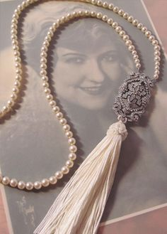 Downton Abbey Inspired Art Deco Pearl Flapper Necklace with Repurposed Vintage Brooch Floating Pearl Necklace, Pearl Necklace Vintage, Pearl Pendant Necklace, Vintage Pearls, Pearl Jewelry, Beaded Jewelry, Vintage Jewelry, Charm Necklaces, Art Deco Jewelry