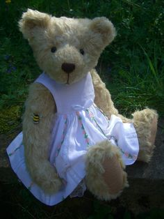 Cleo by Bumble Bears Vintage Roses, French Vintage, Nottingham Lace, Bear Design, Applique Designs, Teddy Bears, Wool Felt, Kids Toys, Doll Clothes