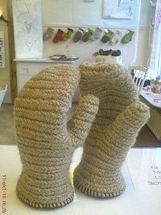 """Mittens with excellent shaping check what technique this is. It is a result from the search """"lucet"""""""