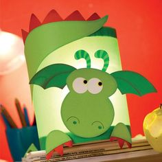 Drachen - New Ideas Diy For Kids, Crafts For Kids, Arts And Crafts, Paper Crafts, Ladybug Crafts, Diy Crafts To Do, How To Make Lanterns, Dragon Crafts, Classroom Crafts