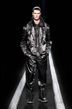The World's Fashion Business News Men Fashion Show, Live Fashion, Fashion News, Mens Fashion, Christian Dior Homme, Mens Fall, Mens Winter, Fall Collections, Business Fashion
