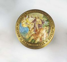 AN ANTIQUE GOLD AND ENAMEL SNUFF BOX