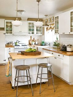 Find New Small Kitchen Island Ideas When Designing The Kitchen Layout For A Smal. - My Kitchen farm Kitchen Cabinet Doors, White Kitchen Cabinets, Kitchen Cabinet Design, Cherry Cabinets, Kitchen White, Kitchen Counters, Cabinet Knobs, Rustic Kitchen, Country Kitchen