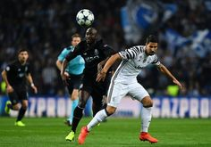 Porto's midfielder Danilo Pereira (L) vies with Juventus' German midfielder Sami Khedira during the UEFA Champions League round of 16 second leg football match FC Porto vs Juventus at the Dragao stadium in Porto on February 22, 2017. / AFP / FRANCISCO LEONG