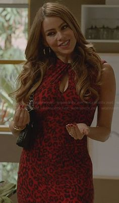 Gloria's red leopard print keyhole dress on Modern Family.  Outfit Details: http://wornontv.net/25526/ #ModernFamily