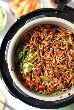 Instant Pot Lo Mein - - With these healthy instant pot recipes, time won't be an excuse anymore. These are vegetarian instant pot recipes for beginners, but anyone can enjoy them! Instant Pot Pressure Cooker, Pressure Cooker Recipes, Pressure Cooking, Slow Cooker, Pressure Pot, Pressure Cooker Chicken, Tasty Vegetarian, Vegetarian Dinners, Vegetarian Cooking