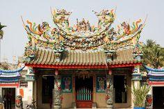 "主神為玄天上帝,從小就聽長輩說""上帝公廟"",這廟有很多故事. Chinese temples often have beautiful artistic qualities."