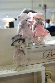 By Anne Paelman Teddy Bear Hug, Cute Teddy Bears, Fabric Animals, Felt Animals, Tedy Bear, Love Bear, Bear Doll, Crafts, Clay Miniatures