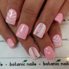 Το ροζ στο μανικιούρ αποτελεί μια κλασσική επιλογή χρώματος για τις περισσότερες γυναίκες, τόσο σε μονόχρωμο σχέδιο, όσο και στο γαλλικό. Ωστόσο, αυτό το χρώμα, που αποτελεί και μια από τις κυρίαρχ...
