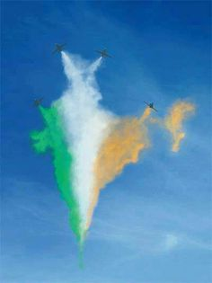 The Nice picture of India Map created by Indian Air force in the sky Indian Flag Wallpaper, Indian Army Wallpapers, 15 August Independence Day, Indian Independence Day, India Map, Air India, India Travel, Flag India, India Asia