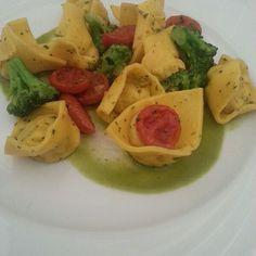Ravioli Di Pasta Fresca Ripueni Di Pesce Persico, Spigola Con Crema Di Broccoli E Pomodorini @ Ristorante La Rimessa
