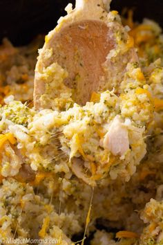 Crockpot Chicken Broccoli and Rice Casserole. The traditional Chicken Broccoli and Rice Casserole made easier by cooking it in the crockpot! Crockpot Chicken Casserole, Chicken Broccoli Crockpot, Hashbrown Casserole Recipe, Broccoli Rice, Crockpot Dishes, Rice Casserole, Chicken Recipes, Casserole Recipes, Slow Cooker Recipes