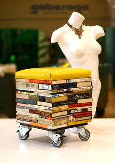 What to do with old books, nobody wants to read any more. Well, you can make a wonderful stool out of them!