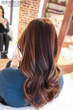 Czekoladowy brąz   złote refleksy w Kruczek Hair Concept. Chocolate hair with golden highlights.