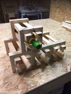 Wijnfleshouder gemaakt van pallethout. Stapelbaar