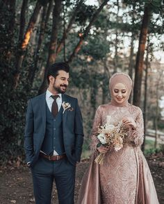 dresses hijab muslim couples the bride Hijabi Wedding, Wedding Hijab Styles, Muslimah Wedding Dress, Muslim Wedding Dresses, Muslim Brides, Hijab Bride, Wedding Couple Poses Photography, Wedding Poses, Wedding Photoshoot