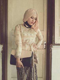#kebaya #indonesia Kebaya Hijab, Kebaya Muslim, Ootd, Fashion, Moda, Fashion Styles, Fashion Illustrations