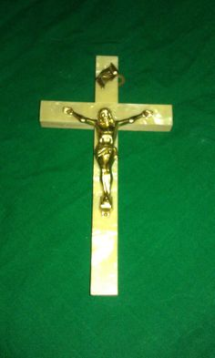 CRUCIFIX,mother of pearl,faux,wood,Jesus,good cond,hangs,Nice,decor,CROSS