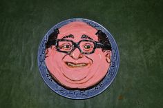 I ASKED MY SISTER TO MAKE ME A DANNY DEVITO CAKE FOR MY BIRTHDAY AND SHE DID OH MY GOD