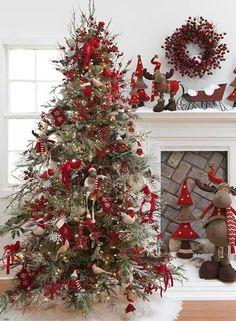 Creative Ways to Install Christmas Lights #christmas #christmasdecor #christmasdesign #christmaslight #christmaslighting
