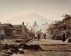 Mt. Fuji from the vicinity of Fujiyoshida at the end of the Tokugawa period.  - 幕末の富士吉田付近から富士山を望む風景。ベアト撮影