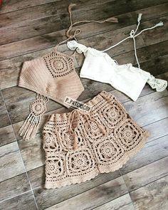 No photo description available. Crochet Shorts, Crochet Crop Top, Crochet Clothes, Diy Clothes, Crochet Bikini, Knit Crochet, Crochet Designs, Crochet Patterns, Crochet Fashion