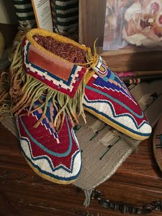 Native American Artifacts, Native American Beadwork, Native American Indians, Native Americans, Beaded Moccasins, Moccasins Mens, Native American Moccasins, Native American Beauty, Plains Indians