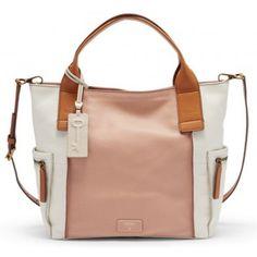 Sac à main. Sac EMERSON. Sac en cuir de vachette. Sac en cuir rose poudré. Sac bandoulière. Sac tendance. Sac design. Sac Fossil. Look décontracté chic. Ce sac à main existe également dans d'autres coloris !
