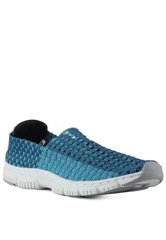 Washington Men Slip On by ShoeBank Youth. Two-colored and detailed woven. #buy #seller #shoese #blue #white #good #stuff http://www.zocko.com/z/JFz0q