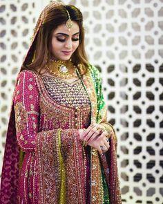 50 Wedding Reception Ideas To Make It A Day To Remember - Hochzeit Ideen Pakistani Mehndi Dress, Bridal Mehndi Dresses, Pakistani Formal Dresses, Pakistani Wedding Outfits, Bridal Dress Design, Pakistani Bridal Dresses, Pakistani Wedding Dresses, Pakistani Dress Design, Bridal Outfits