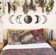 FRIDAY, THE DAY WHEN YOU CHOOSE THE BEST ACCESSORIES FOR YOUR BEDROOM!| Time for some Vintage Bedroom Ideas, however, we'll be giving you some accessories that we find very useful and creative for you! Let's find out more about them!