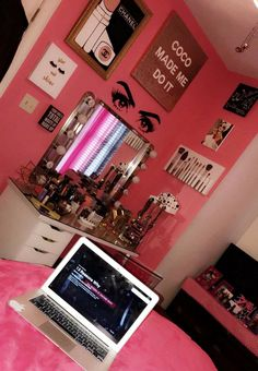 ❥ѴισℓɛттαѲρнɛℓια❥ ♡χσχσℓαυrαχσχσ♡ ℓαυrα❥❥❥ʝαre∂ ♥♡XØXØ♥♡ Cute Room Ideas, Cute Room Decor, Teen Room Decor, Room Ideas Bedroom, Bedroom Decor, Bedroom Furniture, Master Bedroom, Beauty Room Decor, Makeup Room Decor