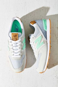 New Balance 696 Running Sneaker