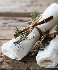 Green Christmas, Country Christmas, Winter Christmas, Christmas Crafts, Simple Christmas, Christmas Mantles, Christmas Napkins, Scandinavian Christmas, Vintage Christmas