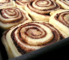 I could eat cinnamon rolls every day. And cinnabon's rolls are delicious. So copy cat recipe? yes, please.