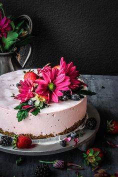 When decorating your cake table, create a sensory feast layering textures, flavours and botanical styling, a decadent extension of your wedding. Cheesecake Ice Cream, Cream Cake, Cheesecake Recipes, Dessert Recipes, Berry Cheesecake, Frozen Desserts, Frozen Treats, Just Desserts, Summer Desserts