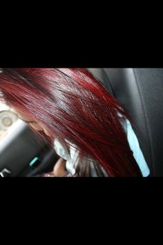 I want this hair. red and dark brown. <3