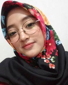 90 Kacamata Ideas Beautiful Hijab Girl Hijab Hijab Fashion