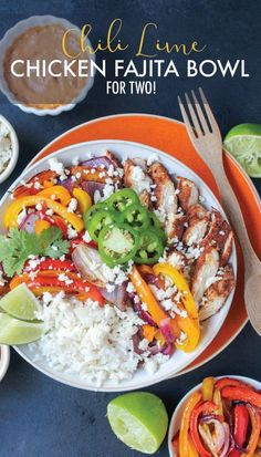 Lean, low-carb, and ready in just 30 minutes, these Chili Lime Chicken Fajita Bowls are the perfect healthy dinner to start the year! Portioned for two.   #lowcarb #lowcarbdinners #chicken #fajitas #fajitasbowl #healthyeating #healthydinners #dinnerfortwo
