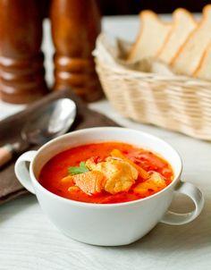 Выпал снег – и пошел у меня сезон сытных супов. В сегодняшнем я соединила тыкву и белую рыбу (благодаря моим участливым читателям я наконец-то нашла приличную мороженную треску 🙂 ). В сочетании с томатами получилось просто замечательно. Для приготовления этого супа подходит как рыбный, так и куриный бульон. Для большей…