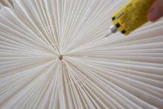 DIY: SNÖBLOMMA | leitntos Diy Paper, Paper Art, Paper Crafts, Origami, Christmas Paper, Flower Crafts, Diy And Crafts, Diys, Christmas Decorations