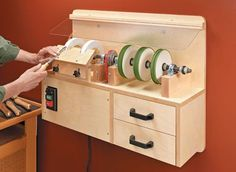 Discover thousands of images about Multi-Wheel Sharpening Station Woodworking Workshop, Woodworking Jigs, Woodworking Projects, Plywood Projects, Youtube Woodworking, Woodsmith Plans, Workshop Organization, Garage Tools, Home Tools