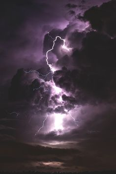 sky, lightning, and clouds resmi Lightning Photography, Storm Photography, Nature Photography, Travel Photography, Storm Wallpaper, Nature Wallpaper, Galaxy Wallpaper, Aesthetic Pastel Wallpaper, Aesthetic Backgrounds