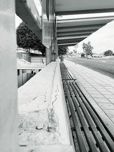 Fragmentos de la urbe 28. #design #graphicdesign #diseñografico #diseño #streetphotography #fotografiadelacalle #picoftheday #fotodeldia #matostudiodesign @matostudio #blackandwhitephotography #blancoynegro #photoshoot https://www.facebook.com/MatostudioDesign/