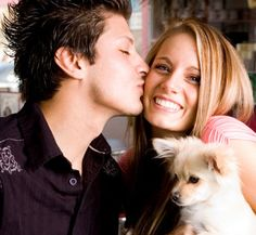 He gave me a kiss.    彼は私にキスしてくれた。