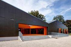 Imposante Farbkombination / Fassade Modern, Garage Doors, Outdoor Decor, Home Decor, Trendy Tree, Decoration Home, Room Decor, Carriage Doors, Interior Decorating