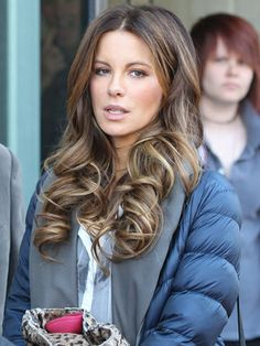 Dear Kate Beckinsale, We want your hair! Kate Beckinsale Hair, Kate Beckinsale Pictures, Mommy Hairstyles, Pretty Hairstyles, Hombre Hair, Long Layered Haircuts, Brunette Hair, Great Hair, Balayage Hair