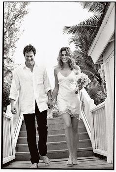 Les robes de mariée tendance 90's Nineties http://www.vogue.fr/mariage/tendances/diaporama/les-robes-de-marie-tendance-90s-nineties/23546#les-robes-de-marie-tendance-90s-nineties-1