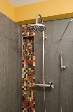 Ensoleillée par Melanie Mino,  Photo Sylvain Plouffe #ceramiquedecor #douche #robinet